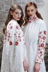 модные итальянские белые шубы из каракуля с вышивкой