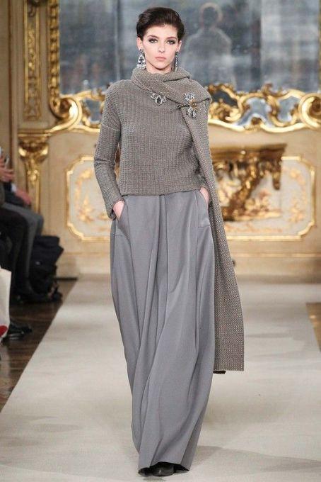 как носить модную брошь на воротнике пуловер