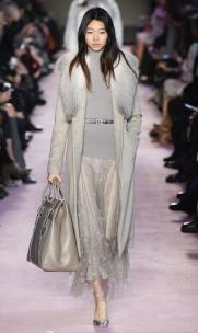 модное итальянское пальто Blumarine с меховым воротником тренд зима 2019