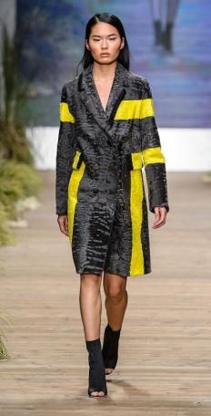 Fabio Gavazzi модная итальянская шуба из каракуля зима 2019 в Милане