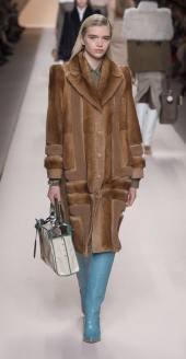 Fendi модная итальянская шуба из соболя зима 2019 в Милане