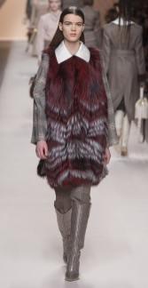 Fendi модная итальянская шуба из чернобурки зима 2019 в Милане