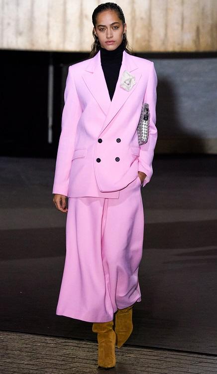 как модно носить брошь осень 2020 зима 2021