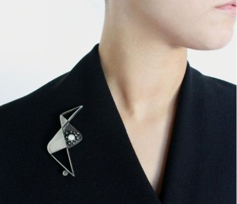 как правильно стильно носить брош в офисе дресс-код