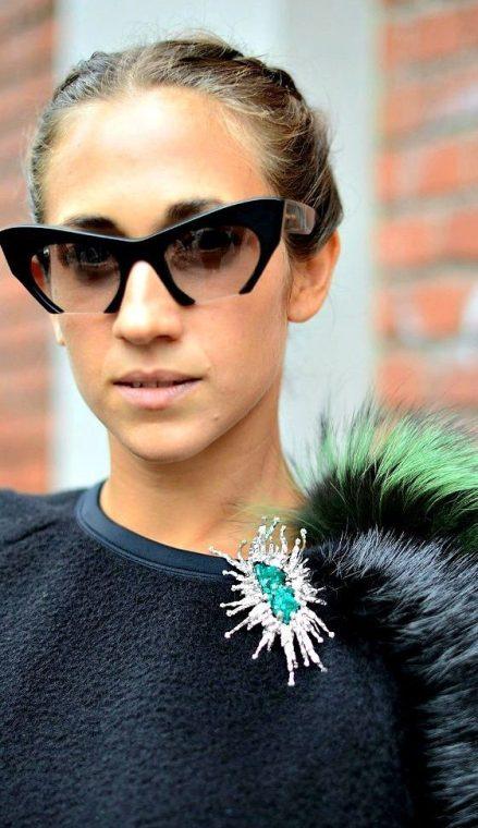 как модно носить брошь в Милане