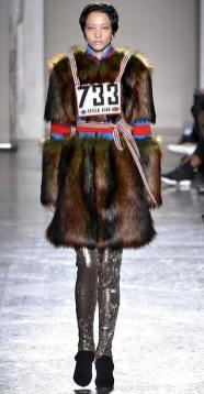 stella jean модные шубы зима 2019 тенденция стритстайл