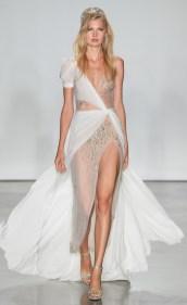 модное свадебное платье Inbal Dror 2020 с разрезом на юбке