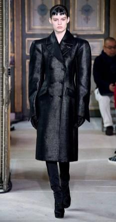 модное черное пальто осень 2019 зима 2020
