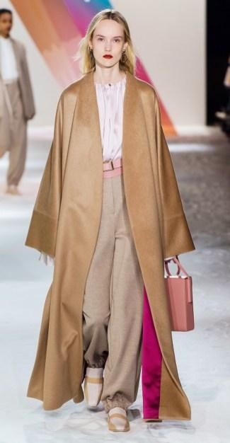 Roksanda модное бежевое пальто осень 2019