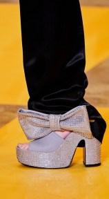 модная обувь лето 2020 - модная тенденция босоножки с бантами