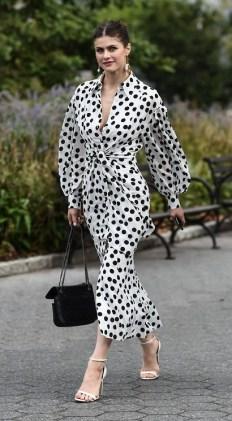 модные платья 2020 фото тренд - платье в горошек