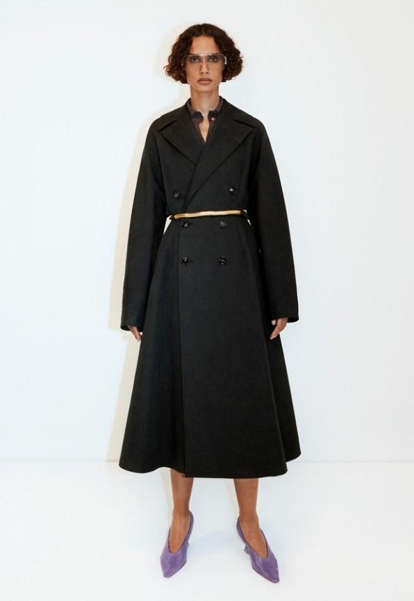 модное черное пальто BOTTEGA VENETA 2020 2021