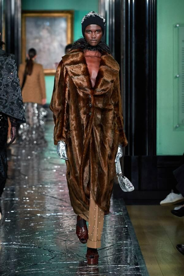 модное пальто из меха 2020 2021