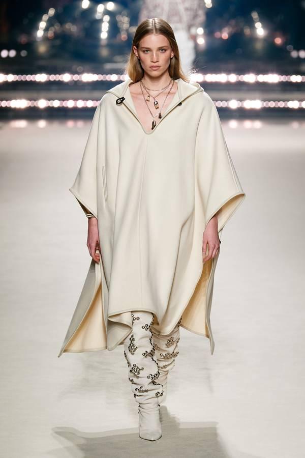 модные тенденции пальто 2020 пончо