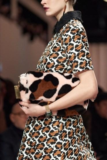модные тенденции сумок осень 2020 зима 2021 меховая сумка