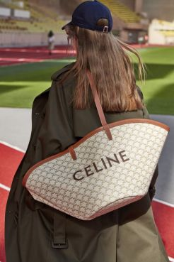 модные сумки осень зима 2021 2022 тренд монограммы и логотипы