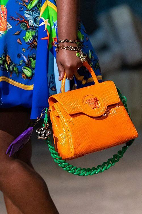 модные сумки ярких цветов 2021 тренд оранжевый цвет бархатцев