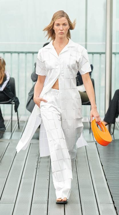 модные костюмы женские 2021 тренд костюм с длинной рубашкой