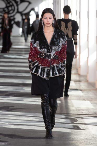 Модные пальто 2021 2022 тренд блестящее пальто
