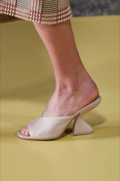 модная обувь весна лето 2021 тренд каблук рюмочка