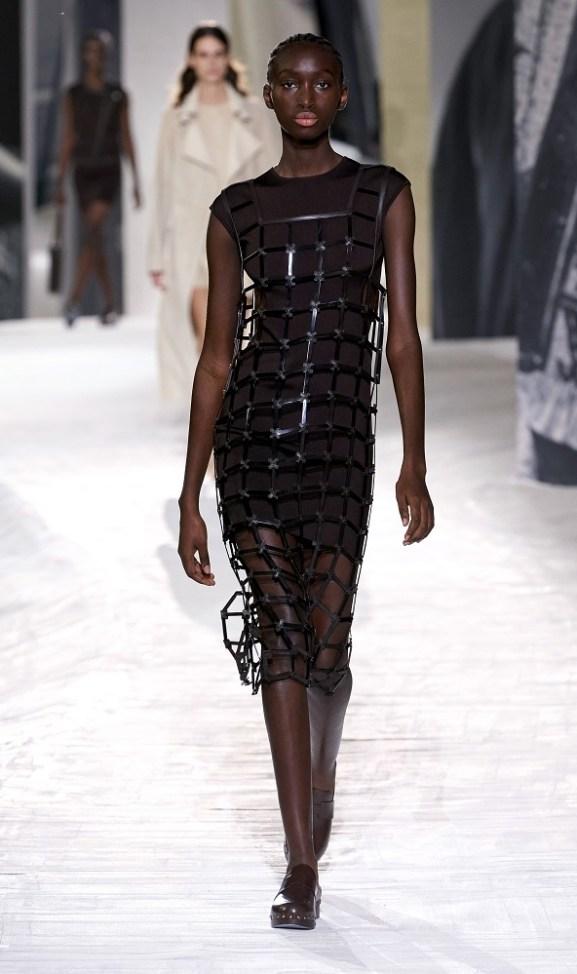 модные платья лето 2021 - тренд сетка
