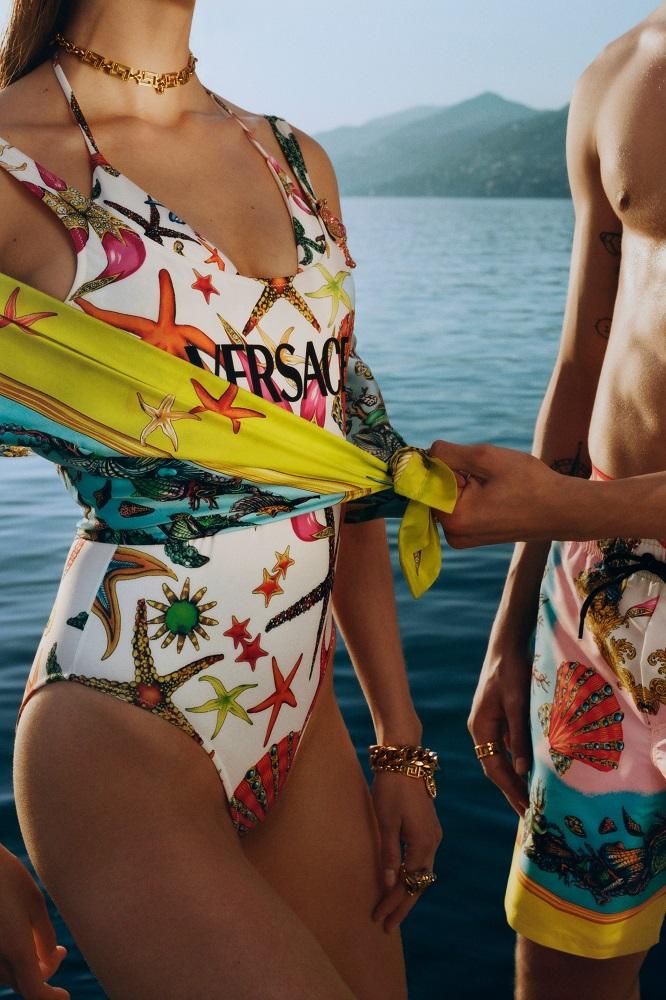 самый модный купальник лета 2021 Версаче