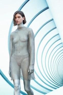 модные тенденции осень-зима 2021 2022 прозрачное платье