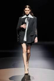 модные тенденции женской одежды осень зима 2021 2022 белая рубашка
