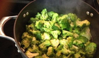 Easy broccoli cheese soup from scratch