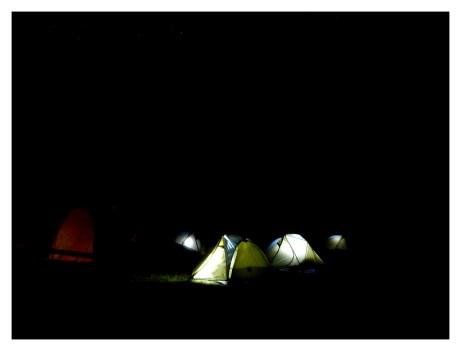 Camp Miraflores de nuit
