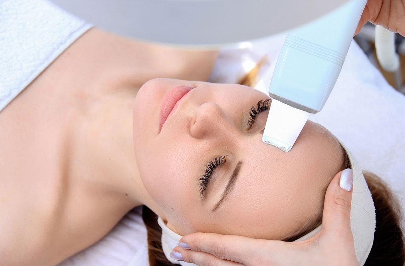 limpieza-facial-profesional-con-ultrasonidos