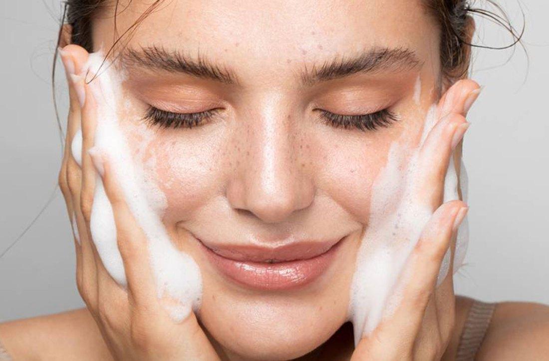 rutina-limpieza-facial-en-casa