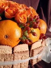 Торта от цветя и лакомства (3)