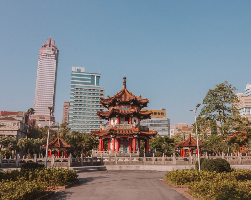 10 Things to do in Taipei, Click and Save this pin! What to do in Taipei, Everything to see and do in Taipei, Taipei Taiwan, Taiwan Travel, Where to stay in Taipei, Where to go in Taipei, Where to go in Taiwan, Taiwan Itinerary, Traveling Taiwan Solo, Solo Female Travel, How to spend one week in Taipei,
