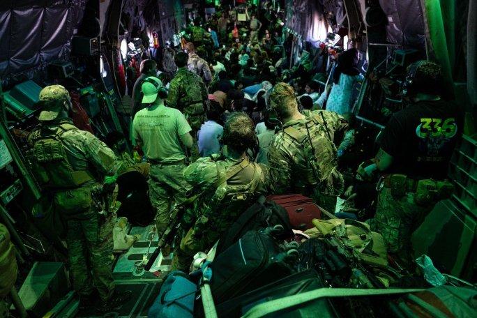 Nederlandse militairen Hercules C-130 evacuatie Afghanistan