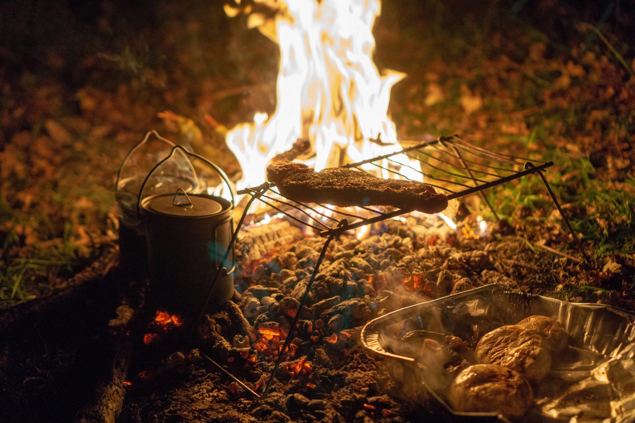 co gotować w terenie, kuchnia turysty