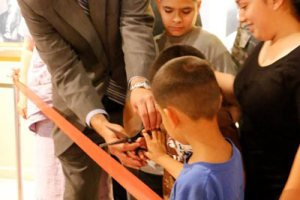 Ribbon cutting with children Sacrifice & Service Exhibit