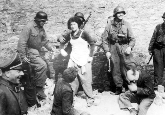 https://i0.wp.com/militaryhistorynow.com/wp-content/uploads/2013/07/Stroop_Collection_-_Warsaw_Ghetto_Uprising_-_Bunker_-_07.jpg?resize=560%2C391&ssl=1