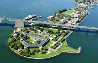 Does a tunnel from a Queen's New York Civil War-ear Fort lead under the East River to Fort Schuyler?