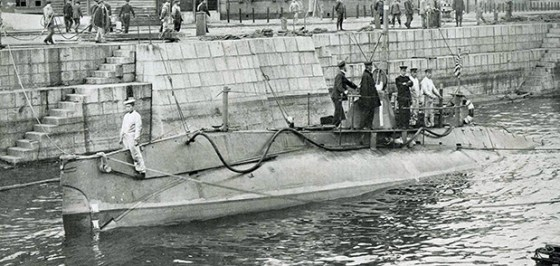 A Japanese Holland-class submarine. Both Japan and Russia bought subs for their 1904-05 war from the U.S. And Germany respectively.