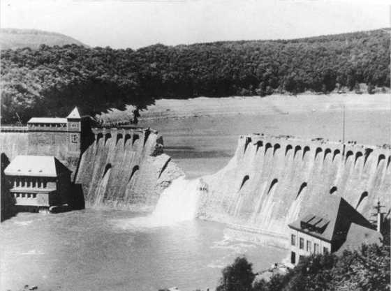 The Eder dam, the day after a raid by RAF 617 Squadron, 1943. (Image source: German Federal Archive)