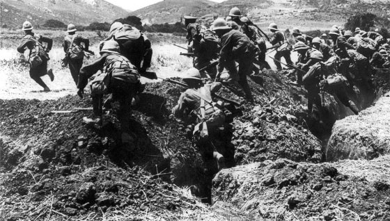 Allied troops go 'over the top' at Gallipoli. (Image source: WikiCommons)