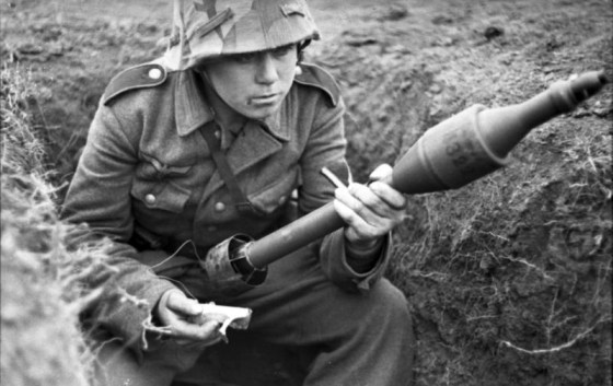 A soldier prepares a Panzerschreck round for loading. (Image source: German Federal Archives)