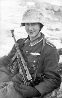 A young soldier with his MP-40. (Image source: WikiCommons)