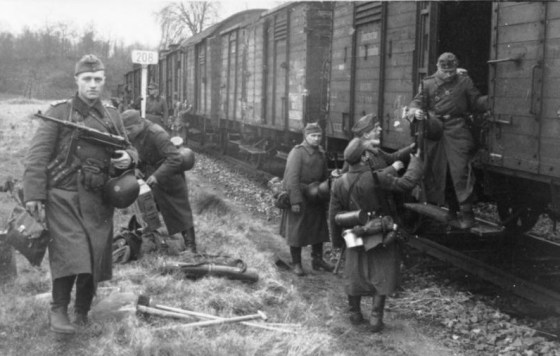 The most common infantry weapons for German soldiers were the Mauser rifle and the MP-40. (Image source: German Federal Archive)