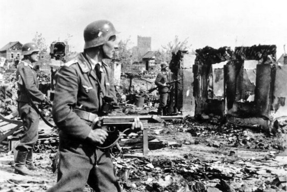 Soldiers with a Luftwaffe unit in action at Stalingrad. The soldier in the foreground is armed with a MP-40.