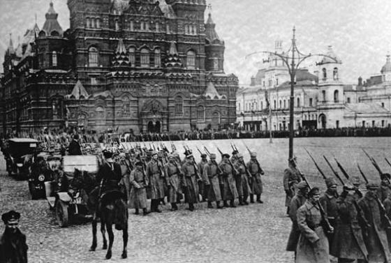 Imperial Russia collapsed in 1917. From its remains emerged the Soviet Union. (Image source: WikiCommons)