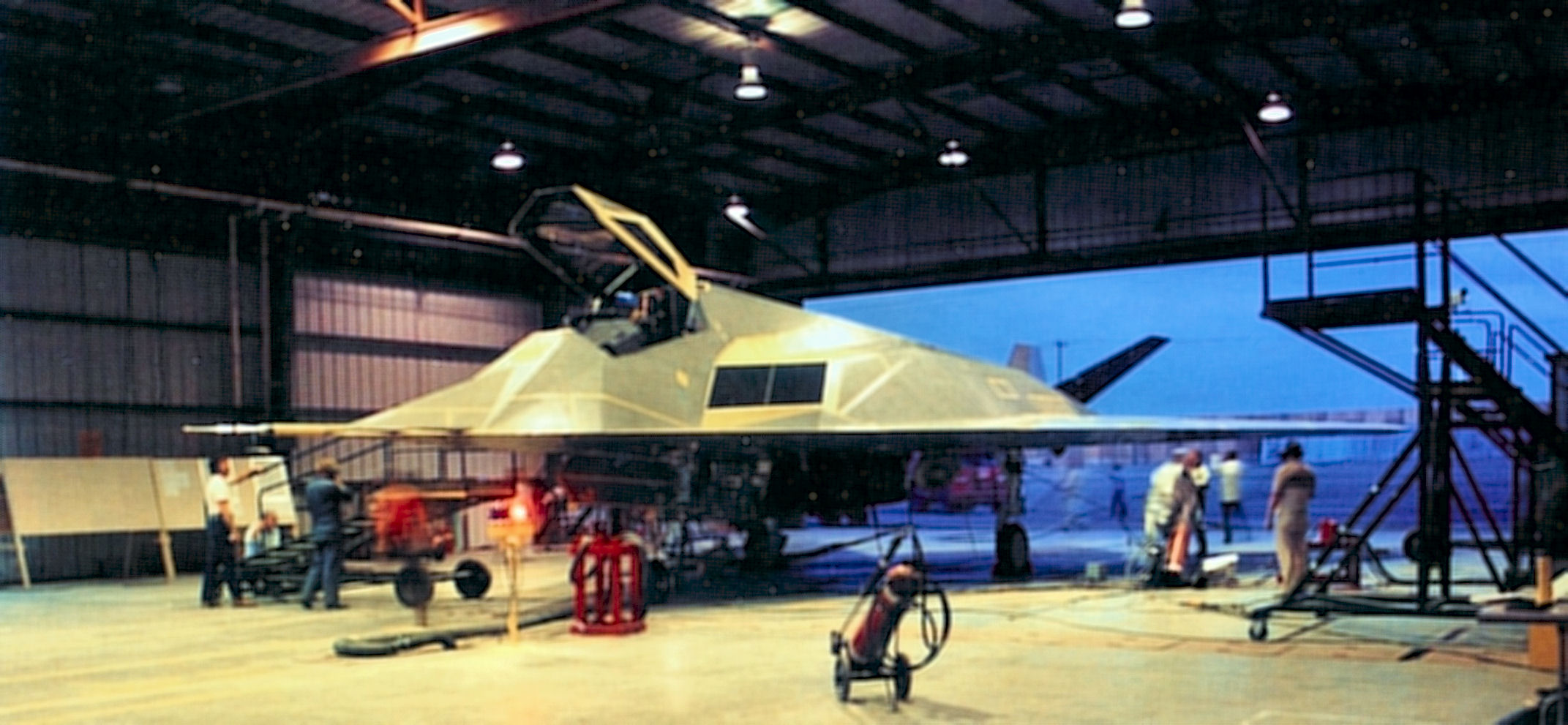 """The Plane That Wasn't There – Nine Amazing Facts About the F-117 """"Stealth Fighter"""""""