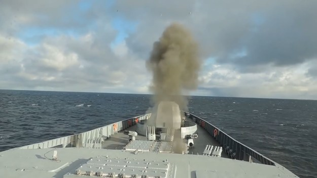 Frigate Admiral Gorshkov practice anti-aircraft drills in Barents Sea