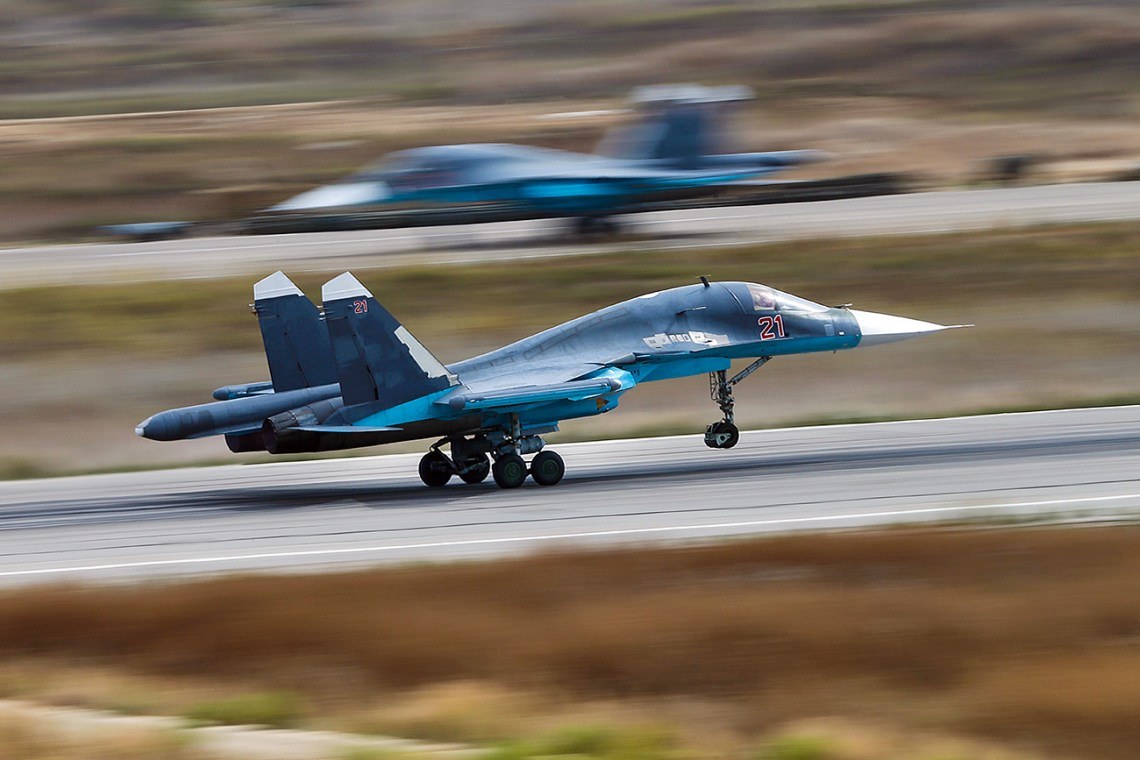 2 Sukhoi Su-34 fighter-bombers collide mid-air in Far East Russia
